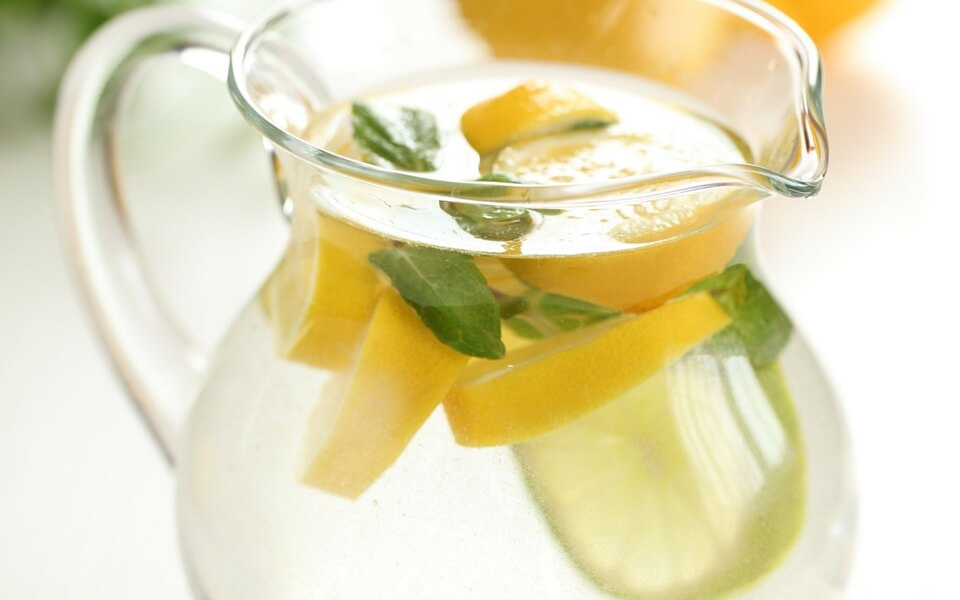 Why-Drinking-Water-With-Lemon-Can-Help-Weight-Loss-1